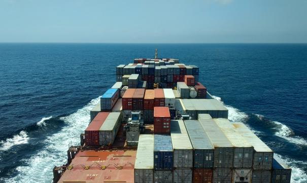 Суэцкий канал закрыли из-за блокировки севшим на мель судном