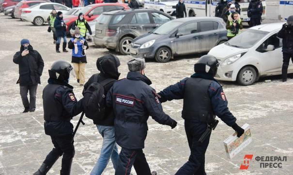 Стало известно о том, что полиция пришла к четырем активистам штаба Навального