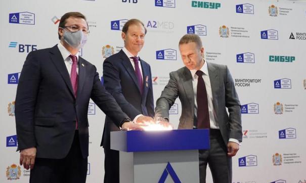 Старт работе предприятия дали министр промышленности и торговли РФ Денис Мантуров и глава Самарской области Дмитрий Азаров