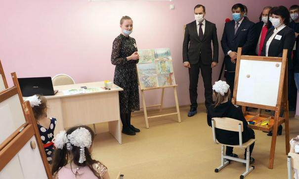 Артем Здунов встретился с родителями и педагогами, которые работают в новом учреждении
