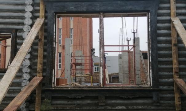 Челябинские активисты бьют тревогу из-за ремонта в старинном доме в центре города