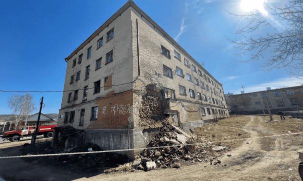 обрушение стены дома в Миассе