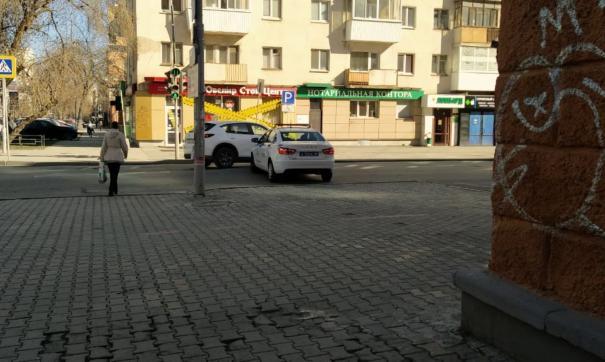 Машина ДПС перекрыла проезд к Вайнера на улице Попова