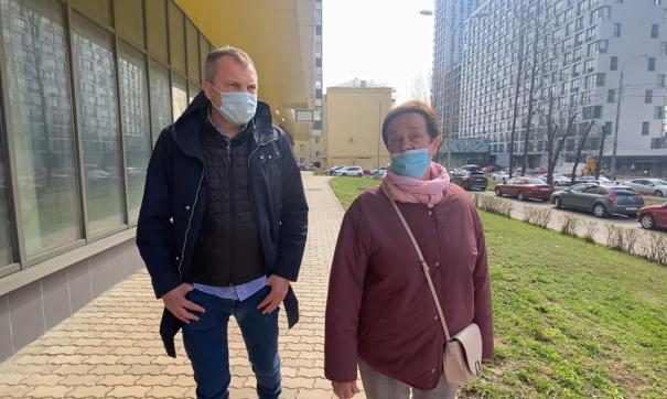 Евгений Попов встретился с жителями новостройки, возведенной по программе реновации в Можайском районе