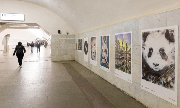 Москвичей приглашают на выставку современного искусства в метро