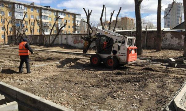 В настоящее время работы стартовали уже в четырех дворах Кировского района и двух - в Свердловском районе