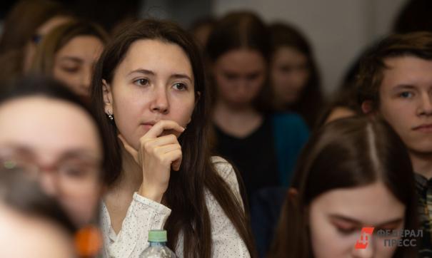Студенты-политологи смотрели выступление президента в вузе