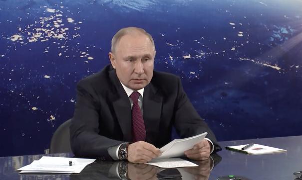 Путин предложил увеличить оклады космонавтов