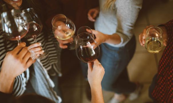 Врачи обозначили неприметные признаки алкоголизма