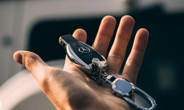 Mercedes-Benz представила электромобиль класса люкс