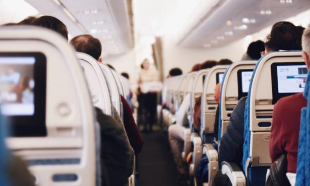 Туристка рассказала о главных лайфхаках для путешествия на самолете