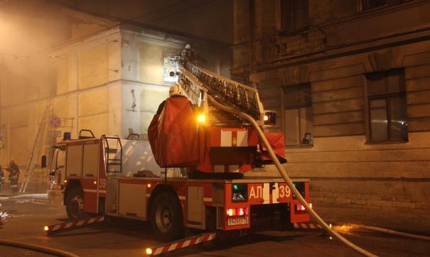 В жилом доме в центре Москвы начался пожар