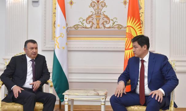 Главы правительств двух стран обсудили ситуацию на кыргызско-таджикской государственной границе
