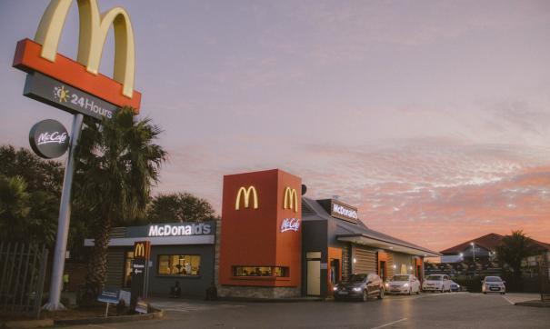 Американский «Макдональдс» начал платить по 50 долларов за собеседование