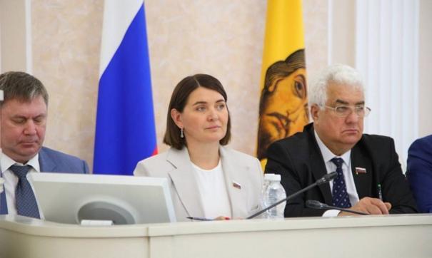 Сенатором, занявшим место Олега Мельниченко, стала экс-заместитель председателя Законодательного собрания региона Юлия Лазуткина