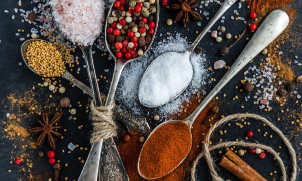 Запекать соль нужно около четырех часов в углях