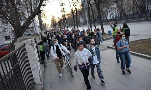 Полиция начала задерживать участников несанкционированного шествия