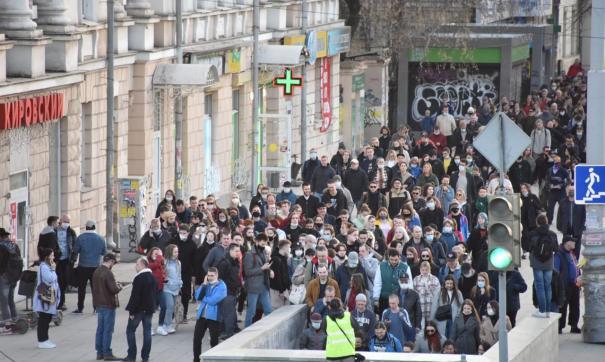 Оценки властей и организаторов шествия разошлись почти в три раза
