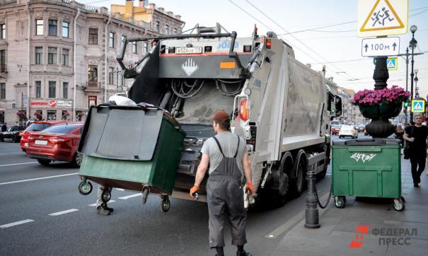 Регоператор два с половиной года начислял плату, но мусор вывозить не собирался