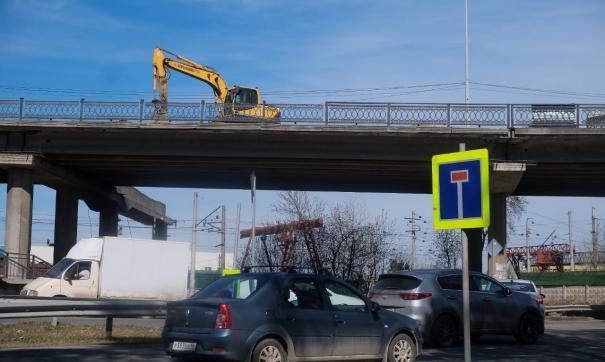 На Блюхеровском мосту полным ходом идет ремонт