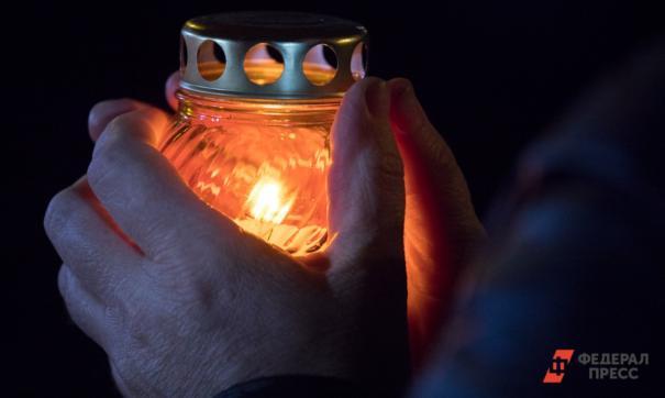 свеча в руках