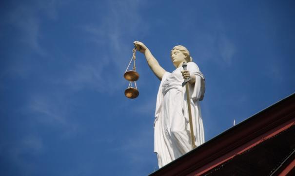 Изначально за получение взятки суд приговорил бывшего участкового к 4 годам условно