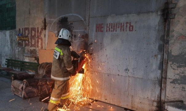 Площадь пожара за короткое время возросла уже до 2 тысяч квадратных метров