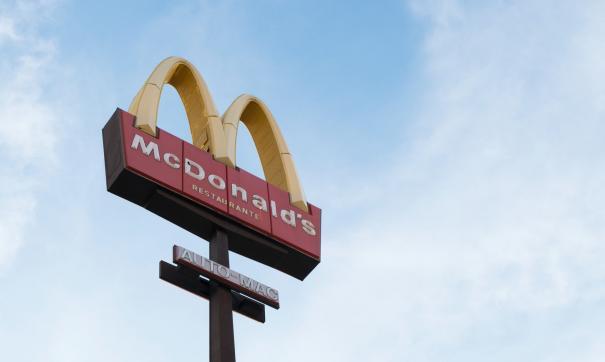 Работники McDonalds в США стали зарабатывать от 130 тысяч рублей