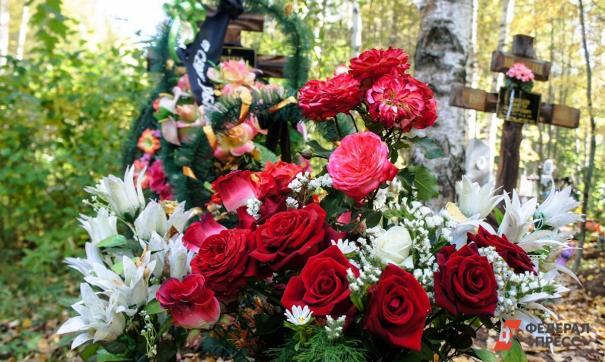 Церемония прощания с жертвами трагедии в Казани проходит на Самосыровском кладбищ