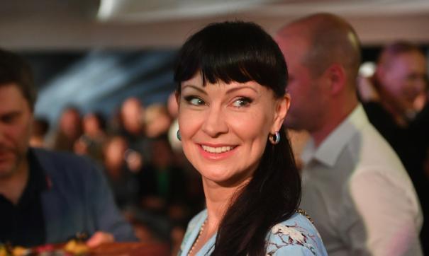 Нонна Гришаева удивила подписчиков домашним куличом к Пасхе
