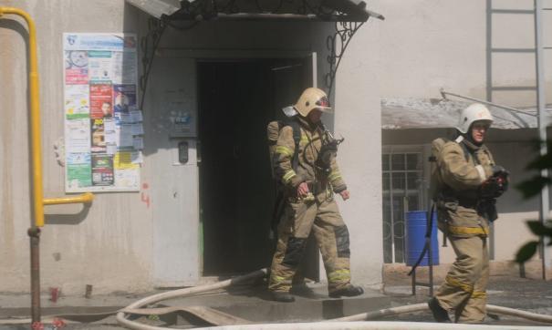 Огонь повредил кровлю и три квартиры
