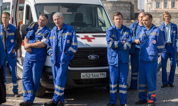 Около новосибирской больницы скопились кареты скорой помощи