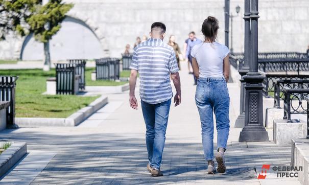 Люди гуляют