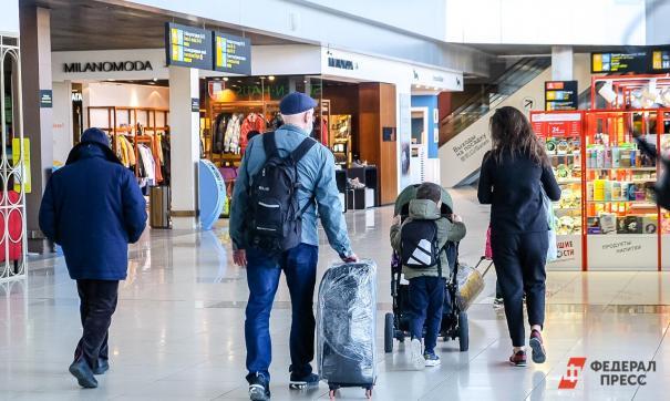Люди идут на самолет