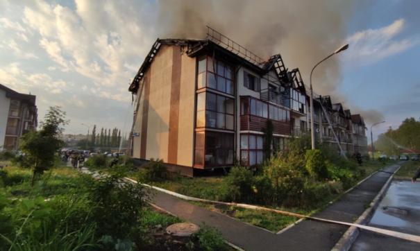 В челябинской многоэтажке сгорела кровля и пострадали перекрытия третьего этажа