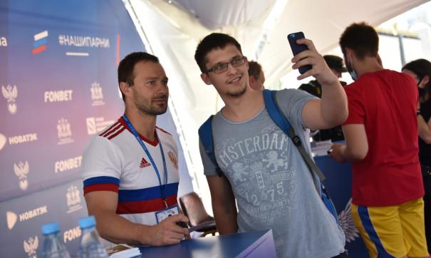 Дмитрий Сычев и Дмитрий Хлестов поддержат сборную