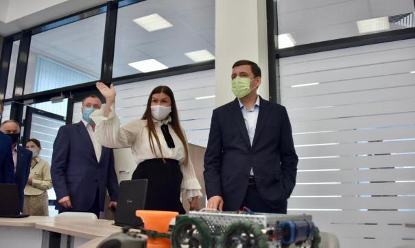 Губернатор области и мэр Екатеринбурга остались довольными новой школой