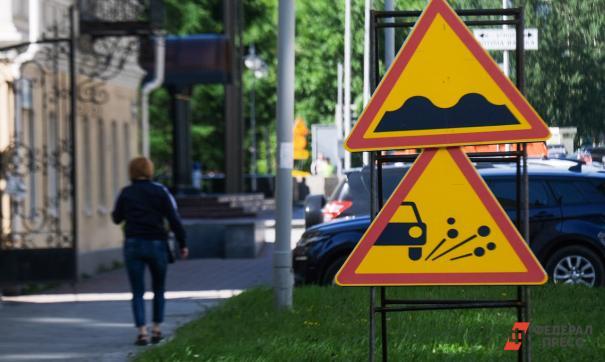 Екатеринбуржцы жалуются на перекрытие дороги и больные тополя