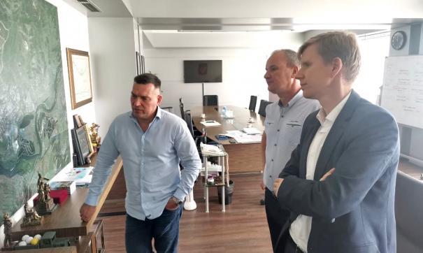 Мэр Новокузнецка Сергей Кузнецов (слева) пошутил насчет своей отставки