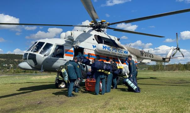 На борту находятся сотрудники специализированой пожарно-спасательной части
