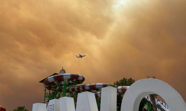 Туристов в Турции готовы переселить из-за пожаров