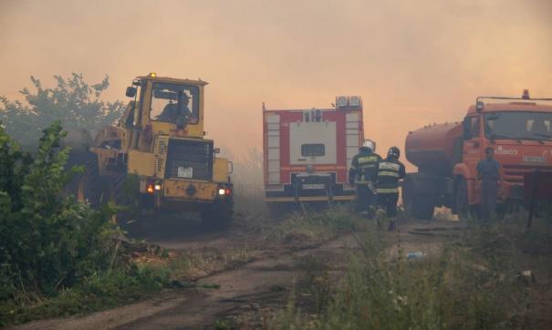 В Самарской области пожарные продолжают тушить крупный пожар около Тольятти