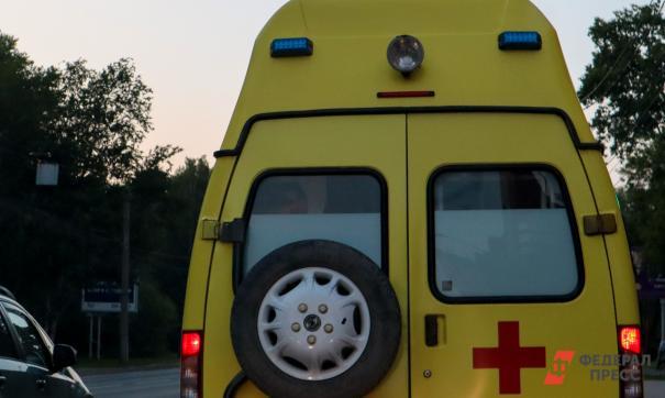 Причиной крупного ДТП стал пожар на поле. В результате аварии троих участников направили в больницу