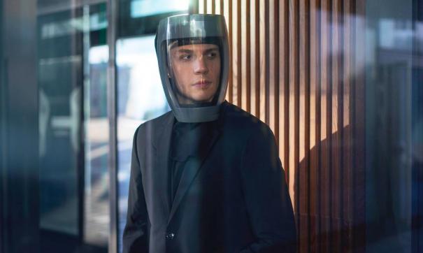 Герметичный шлем был разработан московскими учеными для защиты тех, кто постоянно контактирует с зараженными вирусной инфекцией