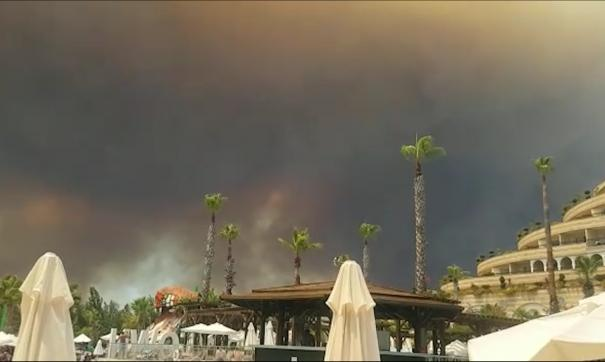 В тушении пожара участвуют более сотни единиц спецтехники