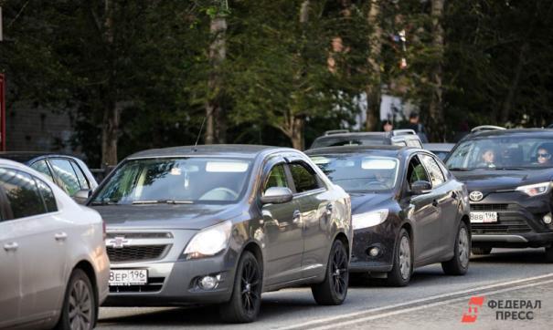 Несколько микрорайонов попали в транспортный коллапс