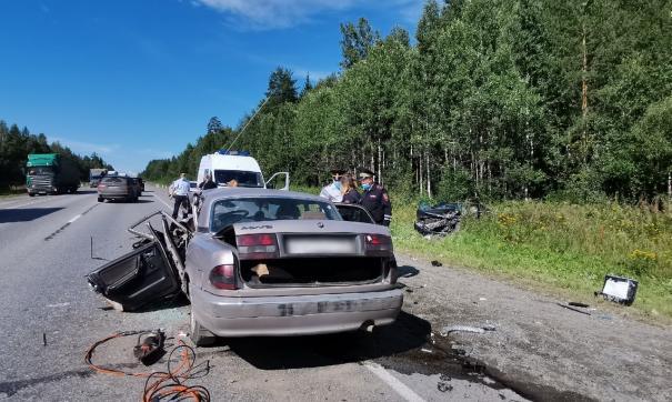В ДТП под Екатеринбургом погиб водитель и пострадали еще пять человек