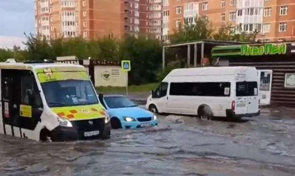 Транспорт буквально плавает по улицам