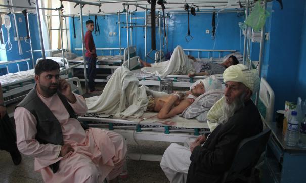 Число погибших в результате взрывов у аэропорта Кабула выросло до 170 человек