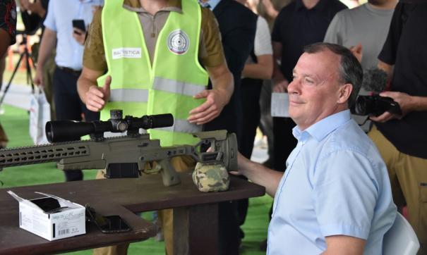 Алексей Орлов принял участие в профессиональных снайперских стрельбах